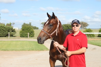 Evan with his racehorse Social Conquest at Bahram on the Darling Downs